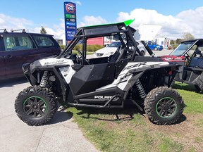 polaris rzr xp 1000 eps 811529