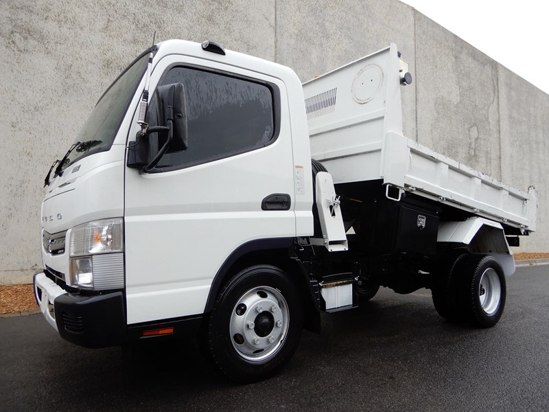 2015 FUSO CANTER 715 WIDE