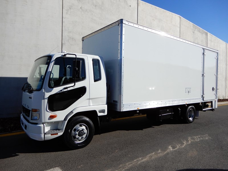 2013 FUSO FIGHTER
