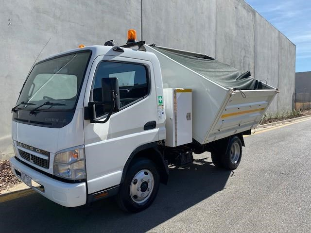 2009 FUSO CANTER