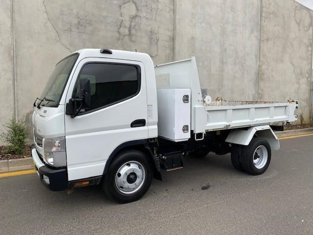 2011 FUSO CANTER 715 WIDE