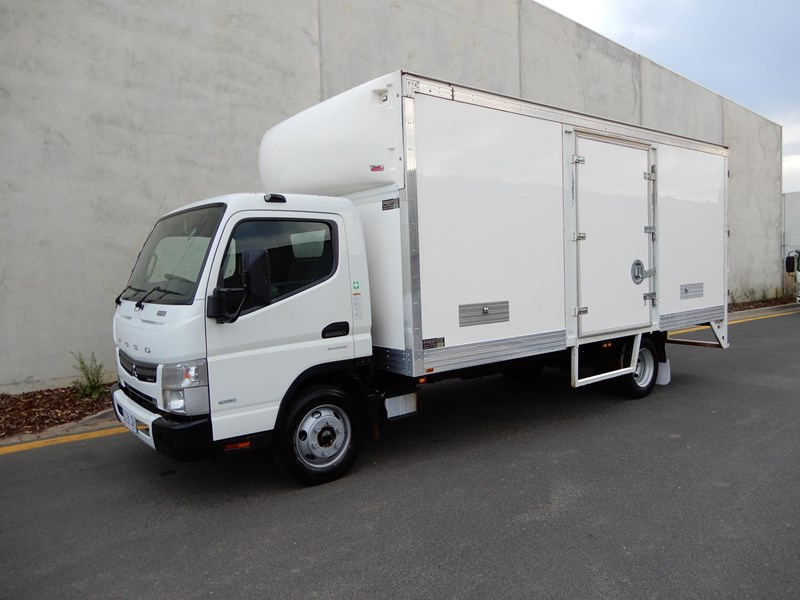 2013 FUSO CANTER 918