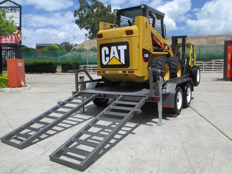 caterpillar 216b.3 + 3.5 ton plant trailer 234636 003