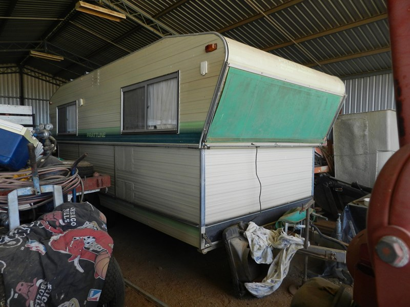 prattline low tow caravan 227549 001