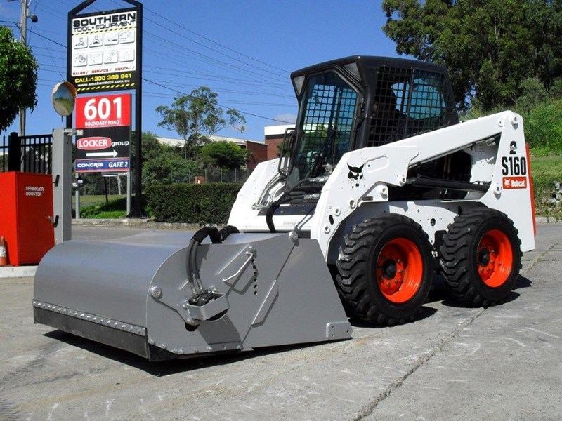 rhino heavy duty - 1800 mm enclosed bucket broom for skid steer loaders [attbroom] 236557 002