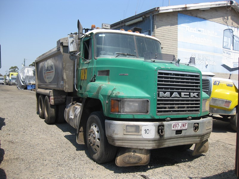 mack fleetliner 38584 001