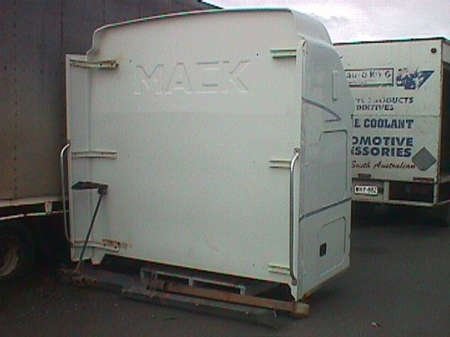 mack sleeping cab 18482 003