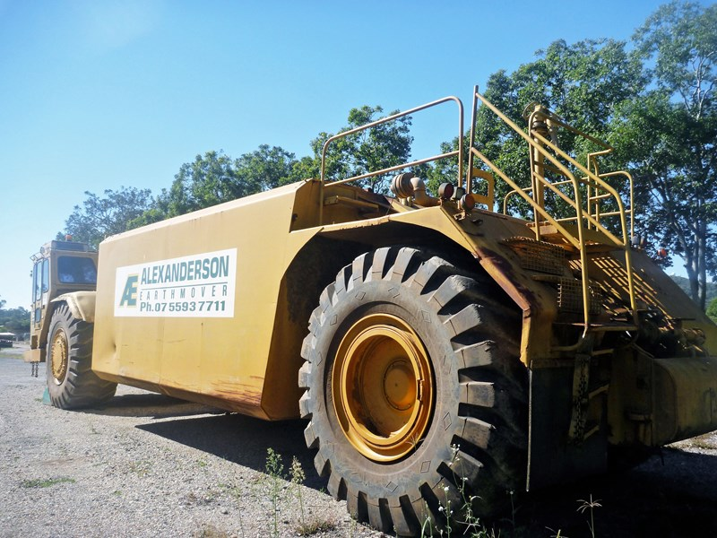 caterpillar 651 water wagon 28359 002