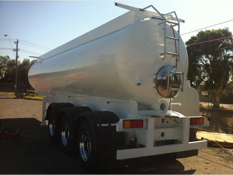ultimate trailers vacuum tanker 26000ltr 76899 002
