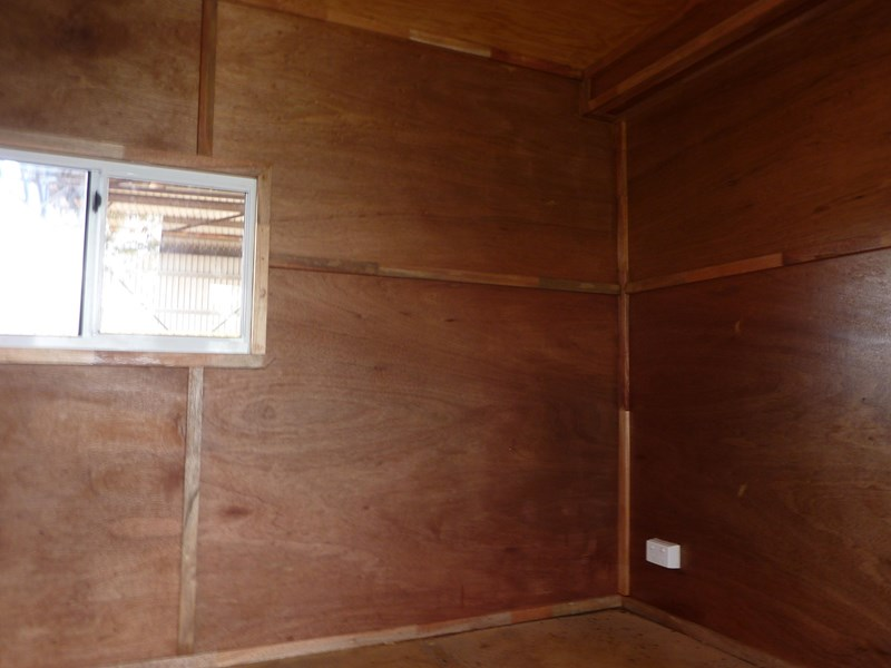 custom built accommodation caravan 81012 003