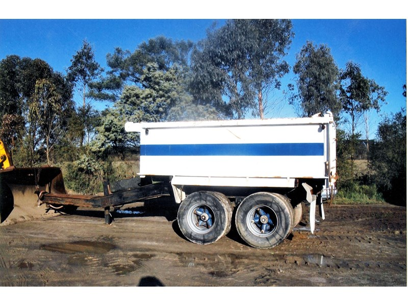 white tipping pig trailer 107614 001