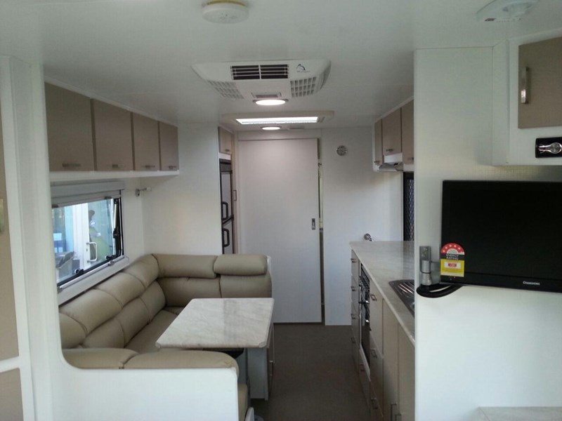 evolution luxliner 22'8'' 111696 012