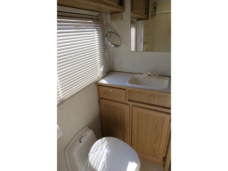 winnebago (avida) leisure seeker 121205 010