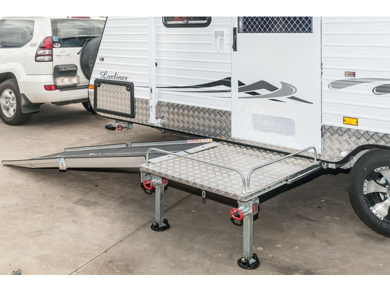 evolution wheel chair accessible caravan - luxliner 21' 121905 002