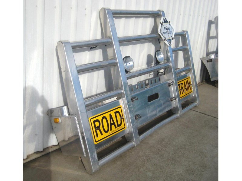 bullbars large range of 2nd hand bullbars  in stock 130864 004