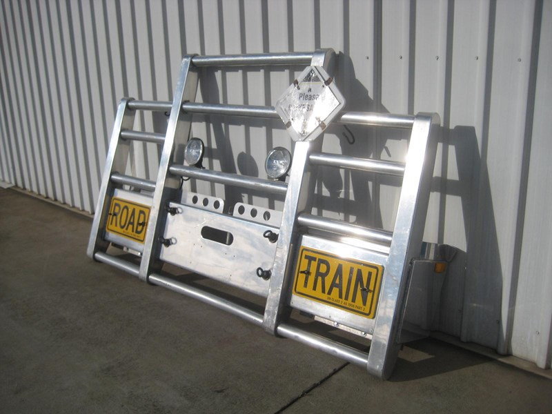 bullbars large range of 2nd hand bullbars  in stock 130864 005