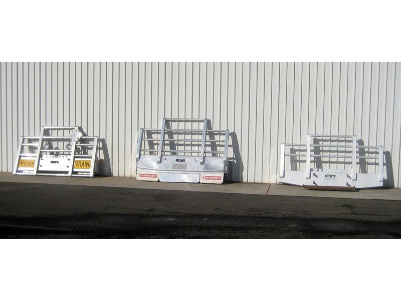 bullbars large range of 2nd hand bullbars  in stock 130864 002