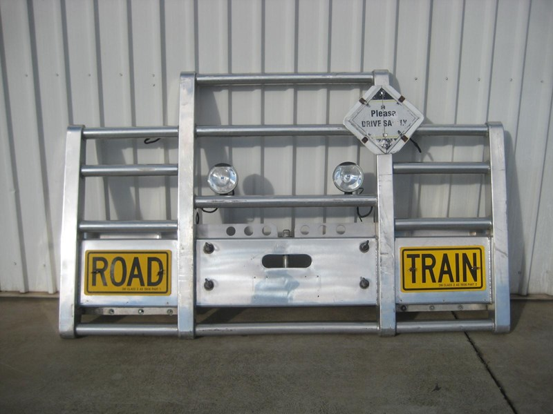 bullbars large range of 2nd hand bullbars  in stock 130864 006