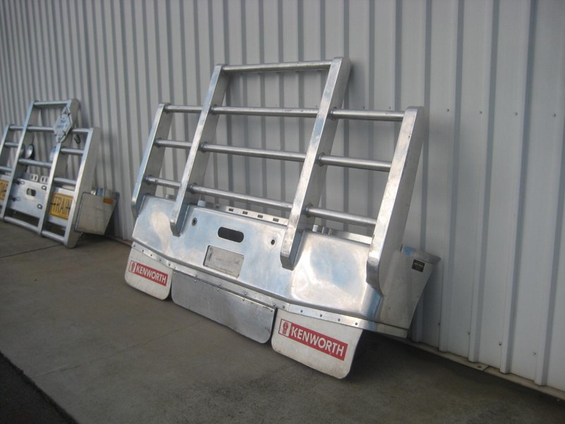 bullbars large range of 2nd hand bullbars  in stock 130864 009