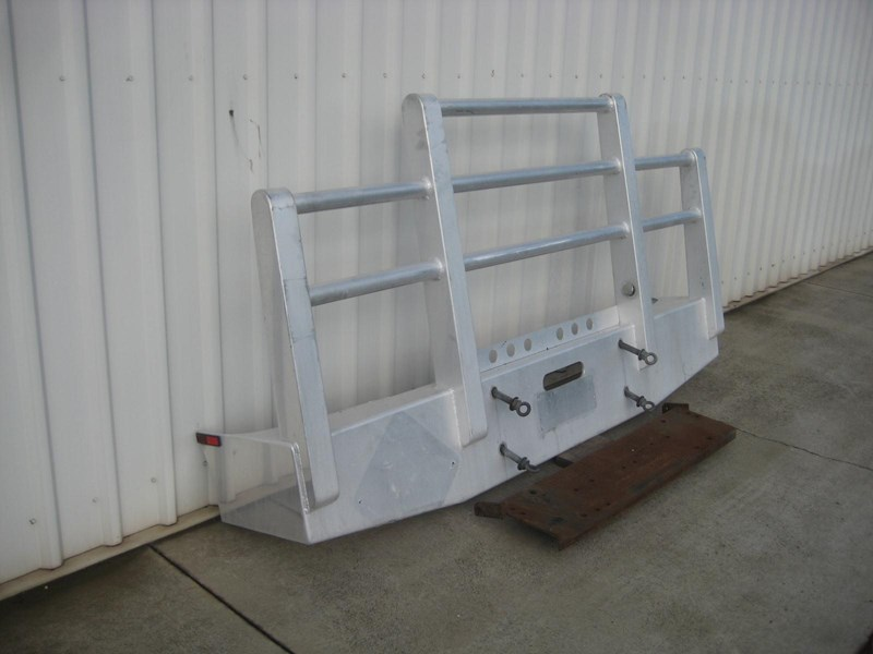 bullbars large range of 2nd hand bullbars  in stock 130864 010