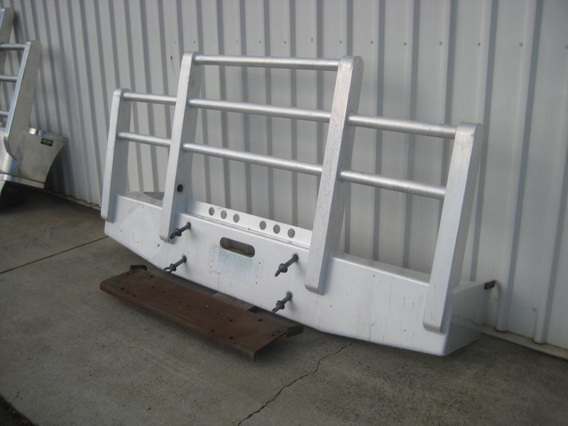 bullbars large range of 2nd hand bullbars  in stock 130864 012