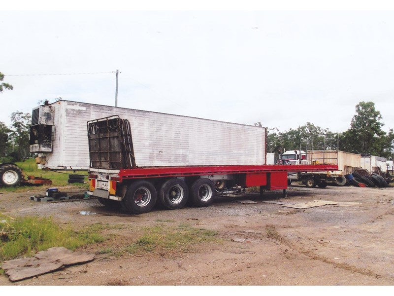fruehauf 40ft tri-axle flat top trailer 138485 001