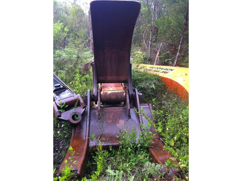 unknown log grab to suit 28 or 30 ton excavator 142079 001