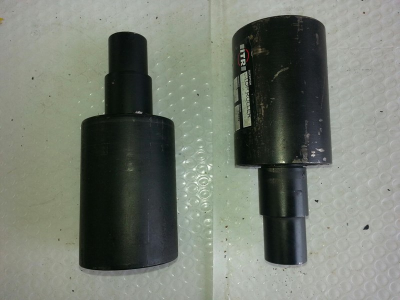 hitachi hitachi top roller to suit zx27-u -2, zx30-u-2 , zx35-u-2. 9237948 148638 001