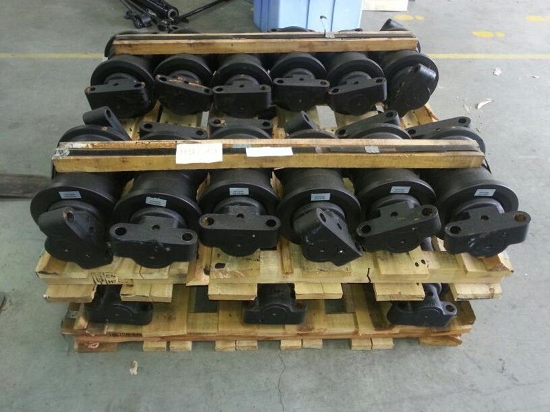 unknown track rollers to suit case 101, 115, 125, 1088 & 1188. p224345g 151465 002