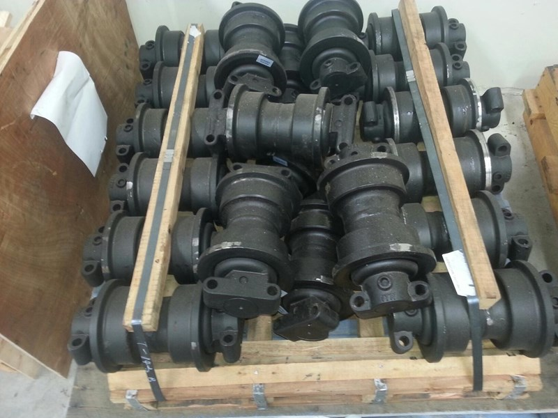 komatsu komatsu track rollers to suit pc100 up to pc240. 20y-30-00014 151638 001