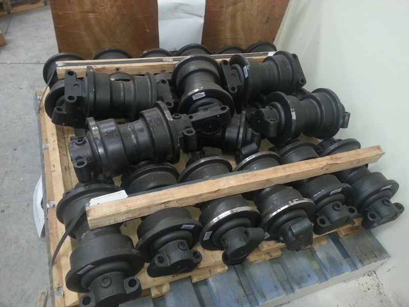 komatsu komatsu track rollers to suit pc100 up to pc240. 20y-30-00014 151638 002