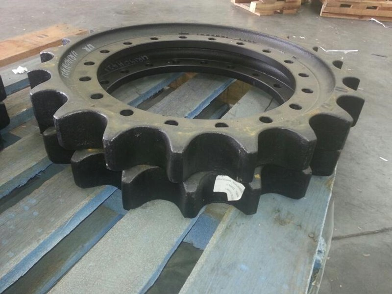 hitachi hitachi sprockets to suit zx200 up to zx225. 1033091 152224 002