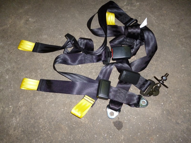 unknown seat belts 152154 001
