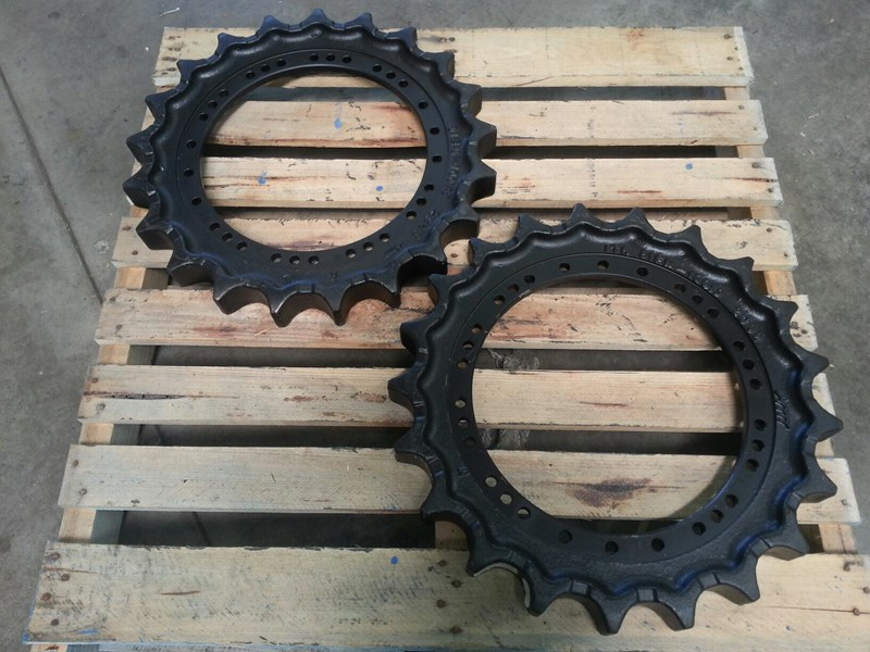 hyundai hyundai sprockets to suit r210 & r235. 81em.10010 152454 001