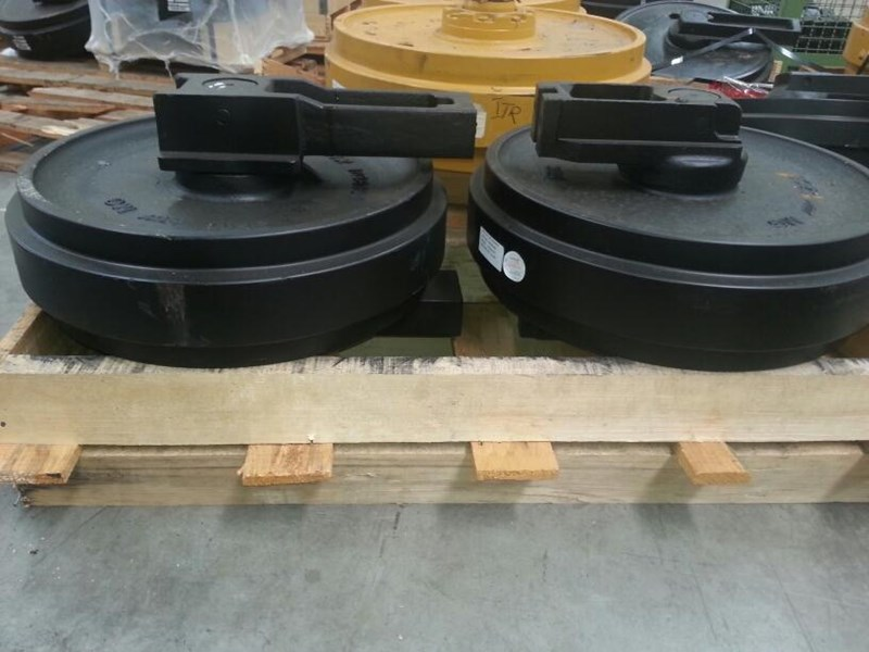 caterpillar caterpillar idler group with brackets to suit cat 315 up to cat 323. 0964253 161715 002