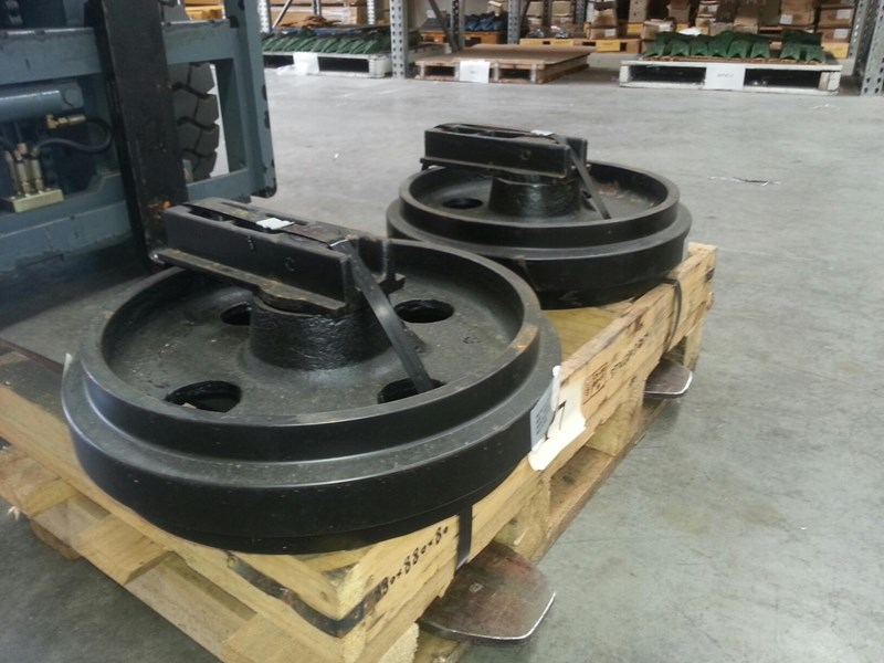 volvo volvo idler group with brackets to suit ec70 rubber and steel tracks. pj5231024 161620 001