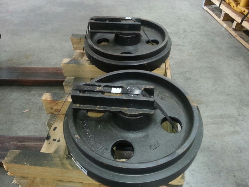 volvo volvo idler group with brackets to suit ec70 rubber and steel tracks. pj5231024 161620 002