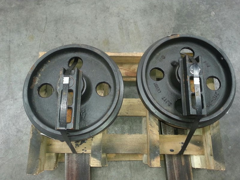 volvo volvo idler group with brackets to suit ec70 rubber and steel tracks. pj5231024 161620 003