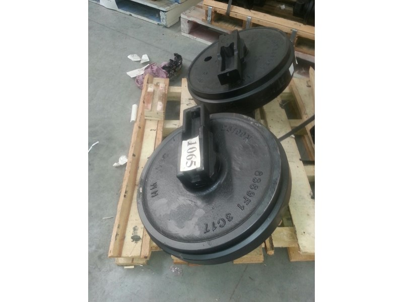 kobelco kobelco idler group with brackets to suit sk100 up to sk135. yy52d00007f1 161777 001