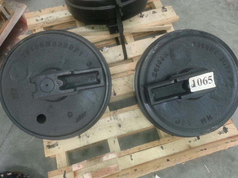 kobelco kobelco idler group with brackets to suit sk100 up to sk135. yy52d00007f1 161777 002