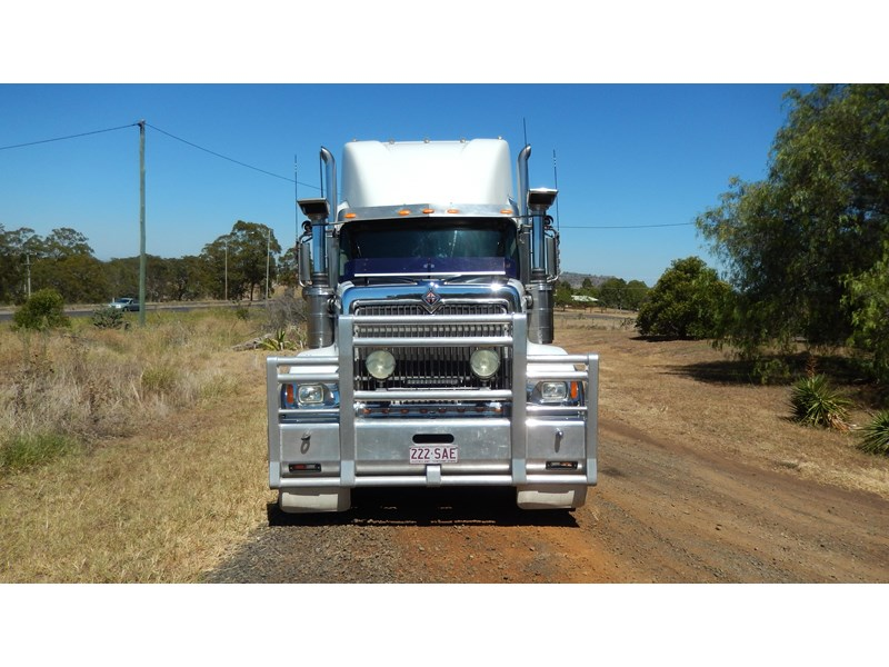 international 9900i  eagle 162982 004