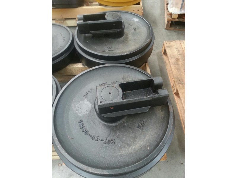 komatsu komatsu idler group with brackets to suit pc250 up to pc360. 207-30-00160 163470 002