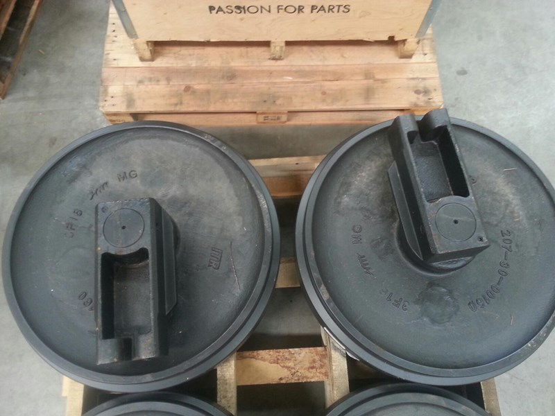 komatsu komatsu idler group with brackets to suit pc250 up to pc360. 207-30-00160 163470 003