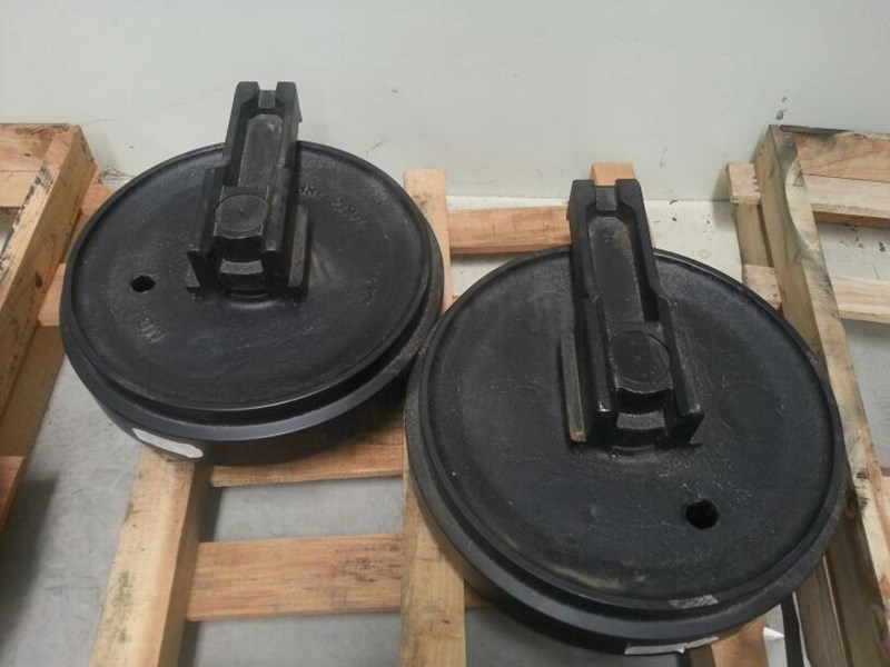 caterpillar caterpillar idler group with brackets to suit cat 322 & 324. 1156337 163481 001