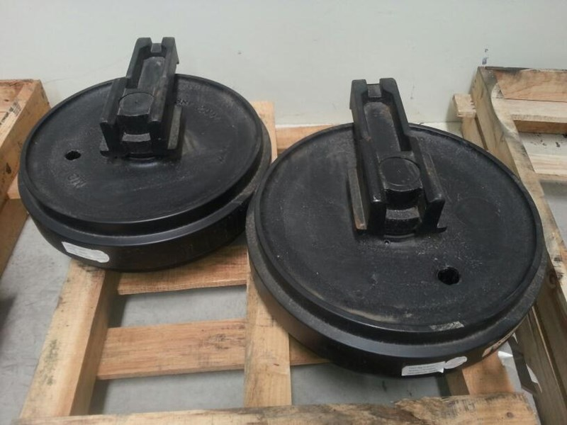 caterpillar caterpillar idler group with brackets to suit cat 322 & 324. 1156337 163481 003