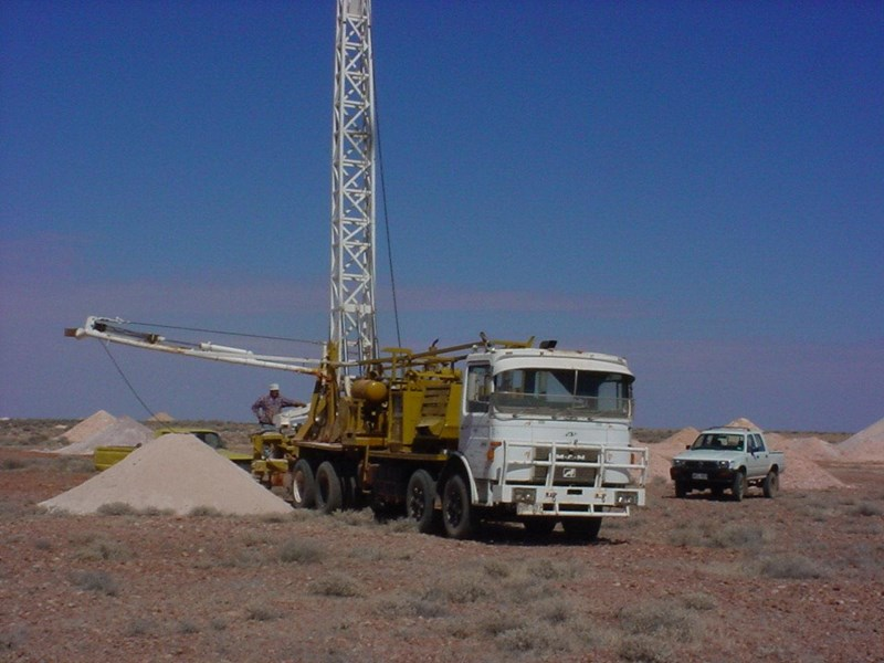caldwell 250a drilling rig on m.a.n truck 172446 001