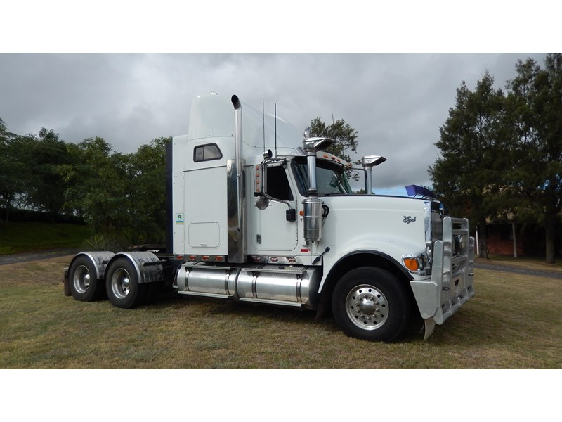 international 9900i  eagle 162982 001