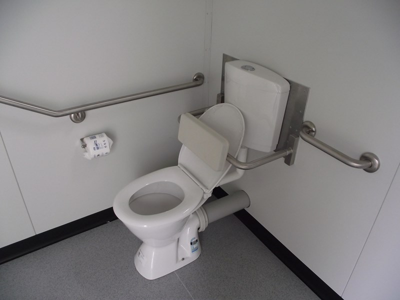 mcgregor 2.4m x 2.4m transportable disabled toilet 193121 008