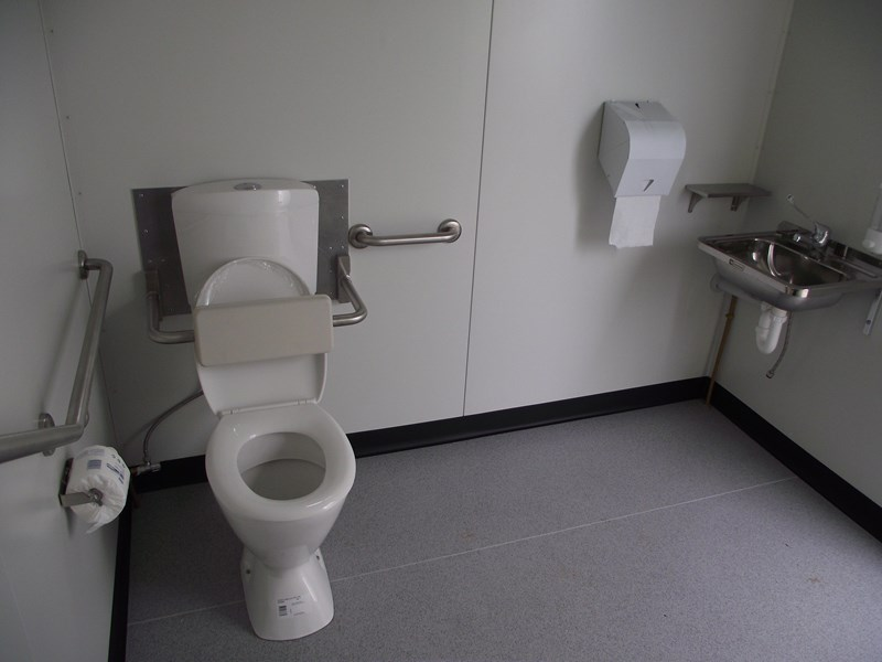 mcgregor 2.4m x 2.4m transportable disabled toilet 193121 004