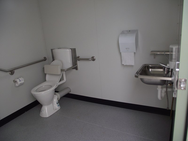 mcgregor 2.4m x 2.4m transportable disabled toilet 193121 006